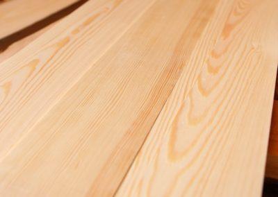 borovicové drevo