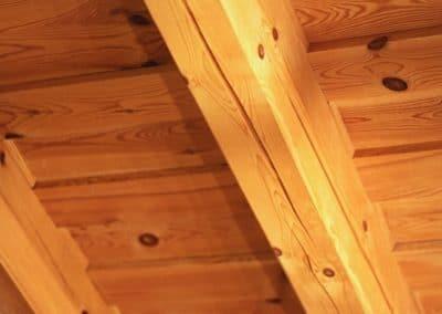 Borovicový strop