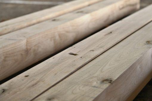 dubové drevo