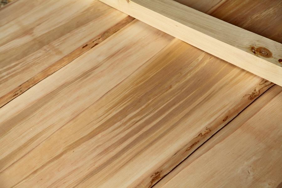 drevený stropný podhľad