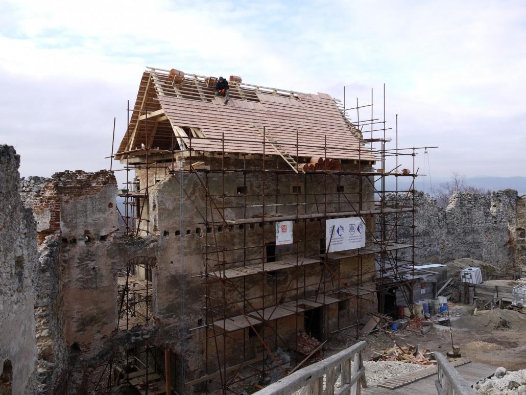 Hrad-Uhrovec-Obnova.eu_01_P1060473-1030x773